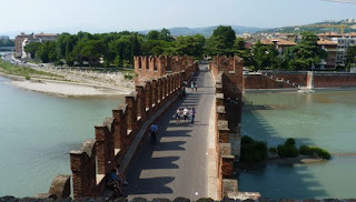 El Puente Scaligero desde el castillo.