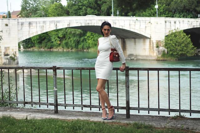 vestito bianco, white dress, outfit in bianco, white outfit, fashionblogger, italianfashionblogger, idee outfit bianco, vestito bianco idee, come abbinare abito bianco, abito bianco monospalla, abito bianco estivo, vestito bianco estivo