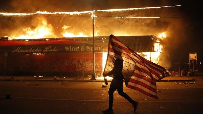 Οργή, χάος και σκληρή καταστολή στις ΗΠΑ – «Φουντώνει» το κύμα διαδηλώσεων σε όλη τη χώρα