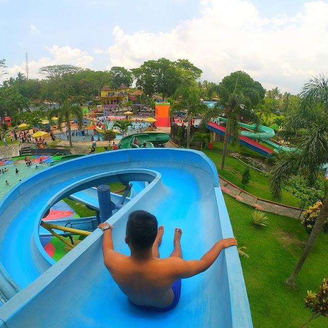 Wahana di Pikatan Waterpark Temanggung