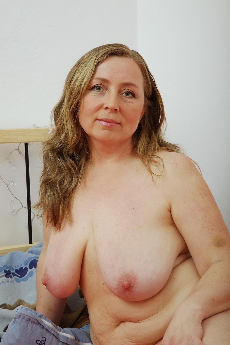 sexy mom saggy boobs nude