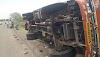 मुखेड-नांदेड महामार्गावर इंद-भारत कंपनीजवळ वऱ्हाडी टेम्पोचा भिषण अपघात -NNL
