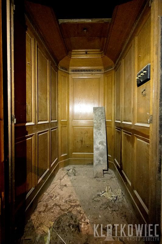 Szczecin. Kamienica. Przedwojenna winda Carl Flohr Berlin.