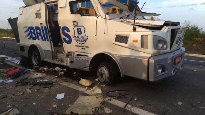 Quadrilha explode e assalta carro-forte em Aracati