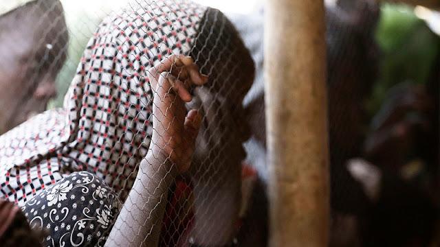 """""""Agárrela del cuello"""": En un programa de televisión de Camerún 'enseñan' cómo abusar de las mujeres"""
