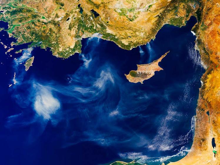 Turquia: satélite mostra rastro de fumaça de incêndios