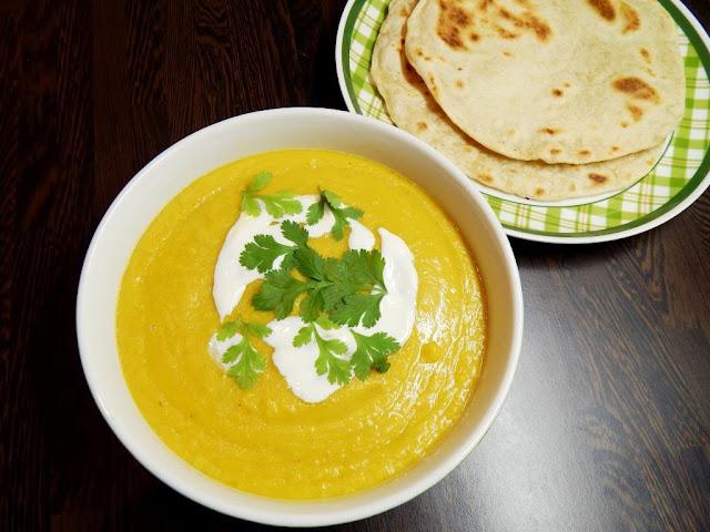 Pikantní polévka z červené čočky a žlutého hrachu