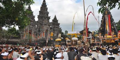 Tempat Wisata di Lumajang - Pura Mandara Giri Semeru Agung