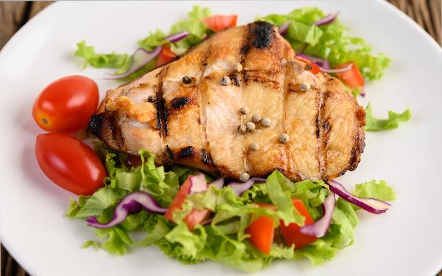 يعاني العديد من الأشخاص من التوثر بهدف تخفيض هذا التوثر تجدون في هذا المقال مجموعة من الأطعمة تساعد على التخلص من التوثر