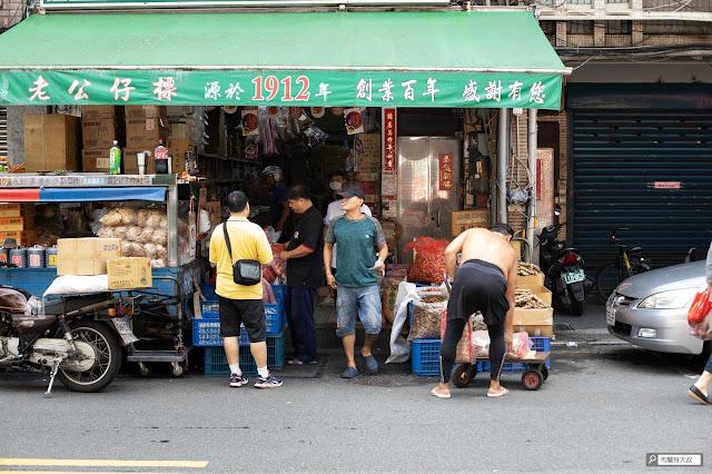 【大叔生活】重返大稻埕,漫步台北市舊街區 - 迪化街平凡的巷弄,百年老店俯首即是