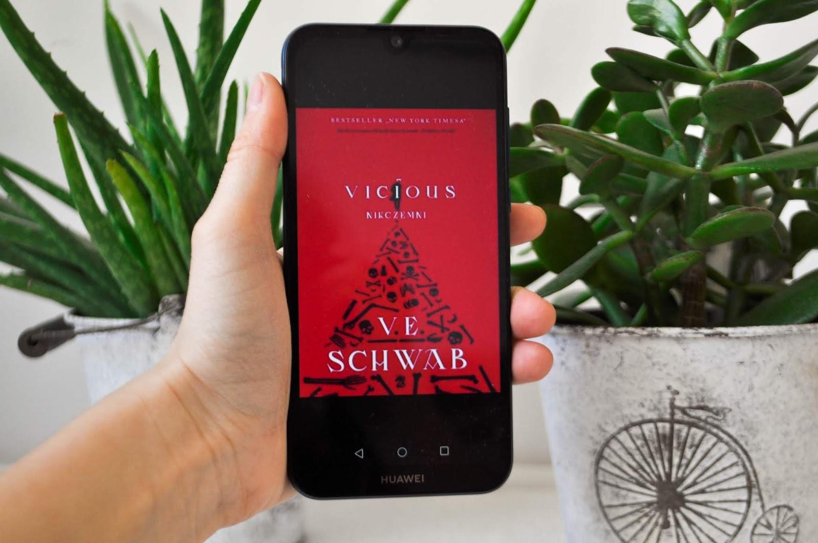 """""""Vicious"""" - V.E.Schwab 📕 wyzwanie książkowe od Natalii 📕📖"""