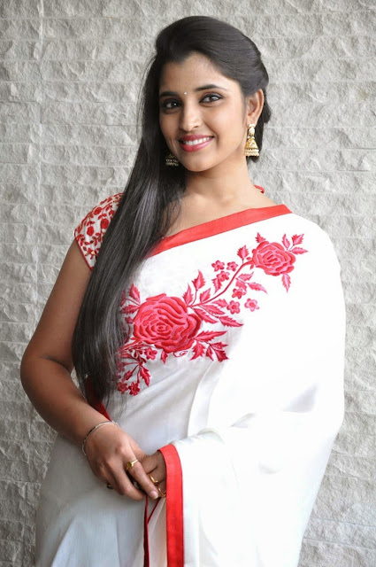 Anchor Shyamala in White Chiffon Saree