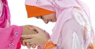 Mengapa Perempuan Lebih Suka Berpegangan Tangan Sesama Mereka Berbanding Lelaki?