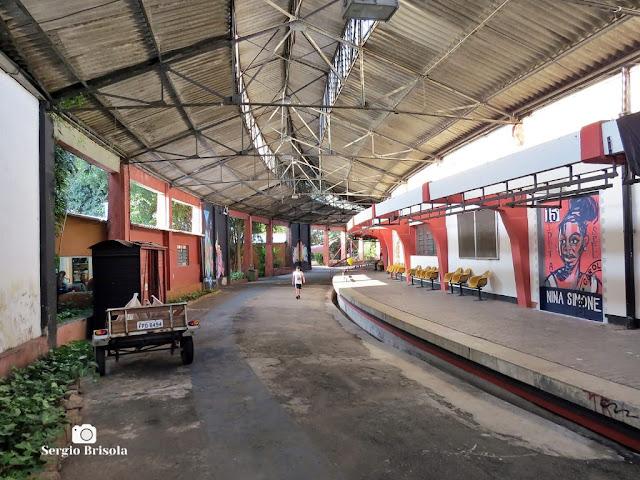Vista ampla da via interna de entrada do Centro Cultural Tendal da Lapa - São Paulo