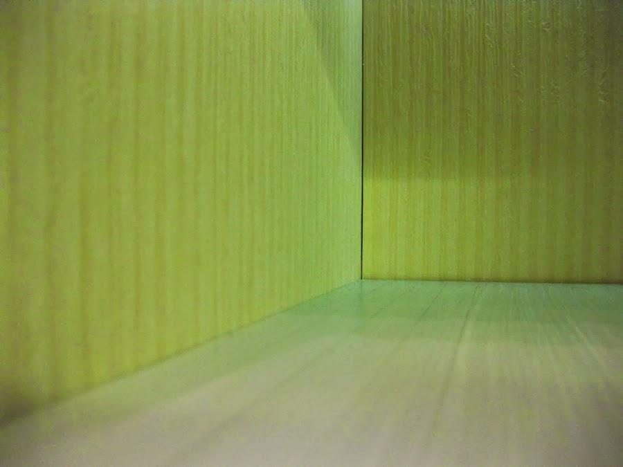 valkoinen pöytäliina prisma