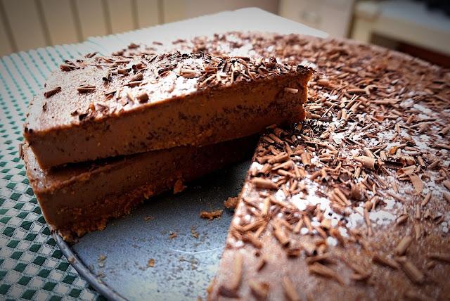 Tarta de chocolate fría. Fácil y rica.