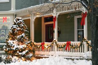 Balcón decorado en navidad