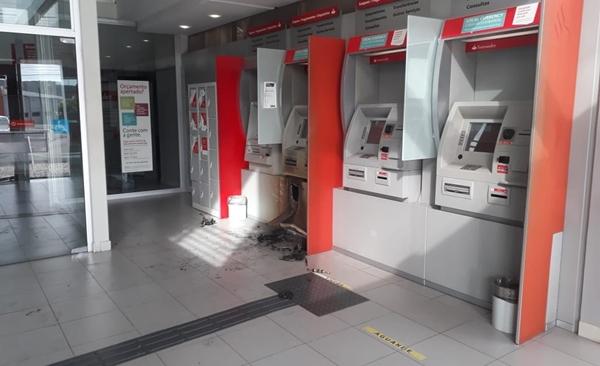 Bandidos arrombam caixa eletrônico de banco na Zona Sul de Natal
