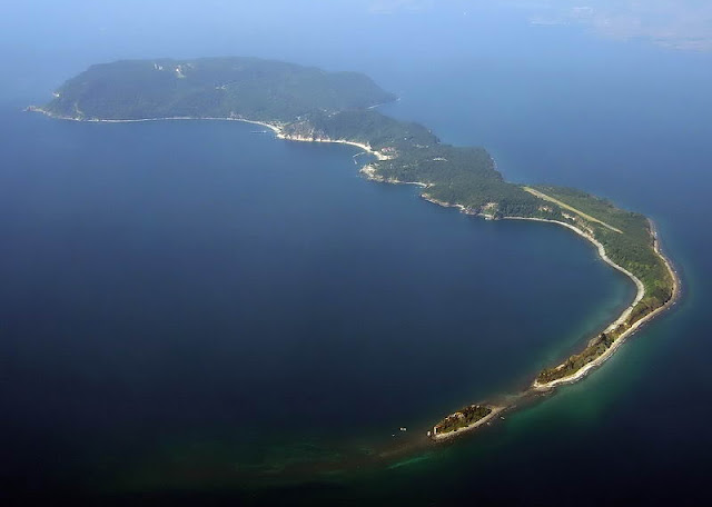 Drug lords could soon be transferred to this island where there no cellphone signal