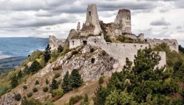 Enam Bangunan Kuno Berikut Diselimuti Misteri Yang Sangat Menyeramkan