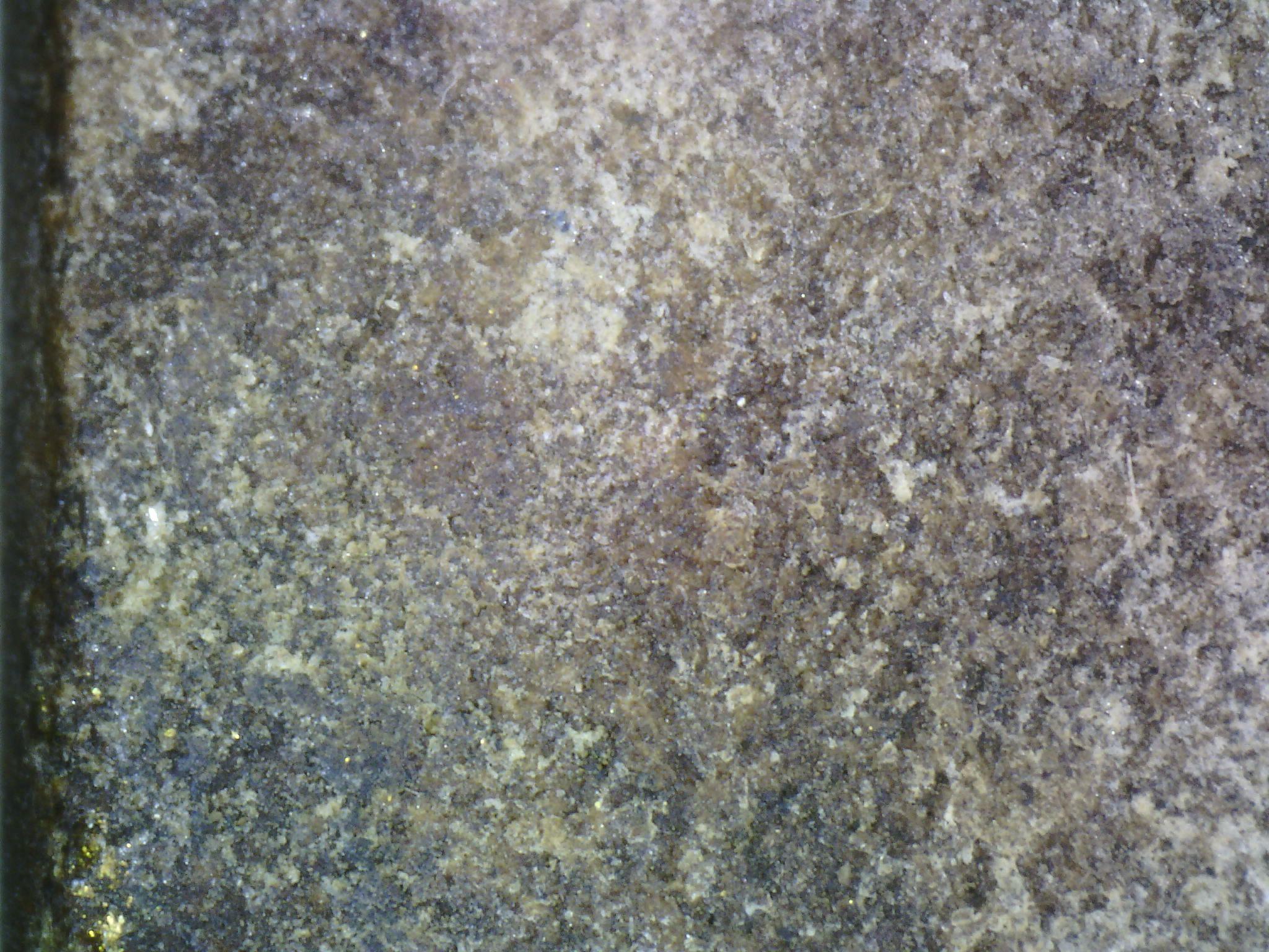 泰國座山佛第一人龍婆boon自身粉牌此牌感覺觸感上是有兩種材質所以很輕 底部個人認為是椰殼特殊精典泰國老佛牌約2472