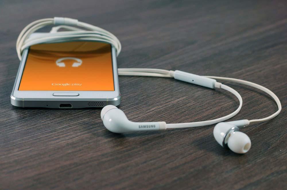 Smartphone Bisa Menjadi Hiburan Saat Sendiri