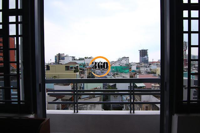 cửa số ban công phòng trọ Phú Nhuận