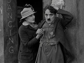 """Кадр из фильма Чарли Чаплина """"Собачья жизнь"""" / A Dog's Life (1918) - 22"""