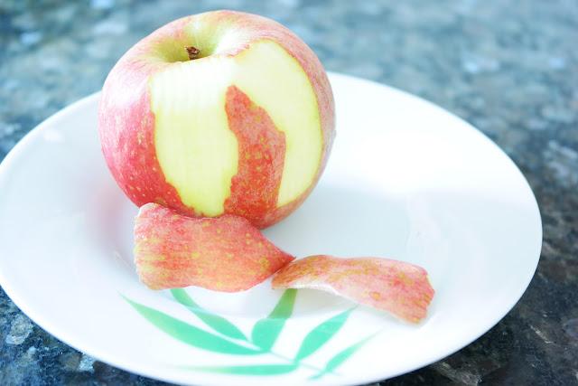 região de olhos, maçã, polifenois, vitamina C, hidratação, pele madura, rugas, linhas de expressão, cuidados com a região de olhos