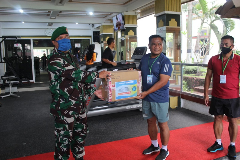 Dansektor 21 Serahkan Bantuan Alat Kesehatan Partisipasi Masyarakat Kepada Kodam III/Siliwangi