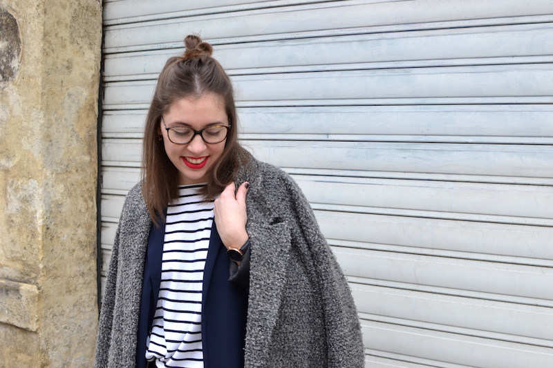 manteau gris chiné H&M, mariniére, blazer bleu marine, montre rosefiled