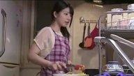 เมียแอบเย็ดกับชายชู้ทั้งๆที่ผัวนั่งอยู่ในบ้าน หนังโป๊ญี่ปุ่นสุดซี๊ด