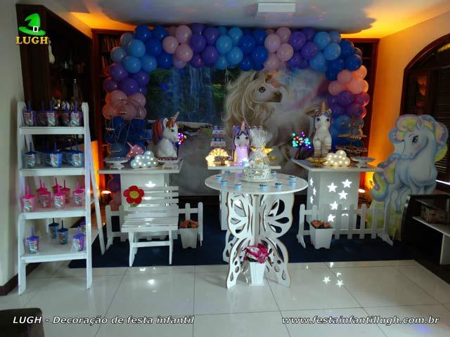 Decoração tema Unicórnio para festa de aniversário feminino em mesa decorada provençal - Barra - RJ