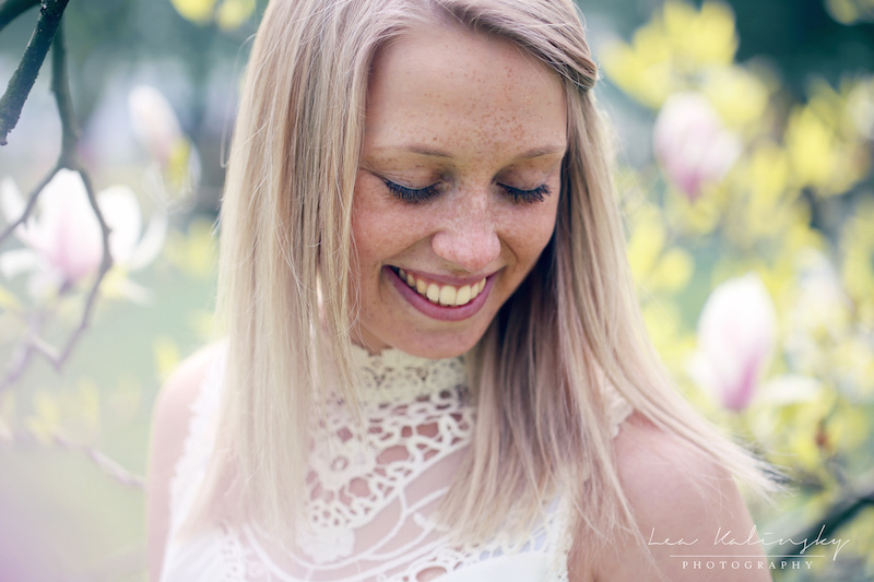 Portrait lachend Blüten