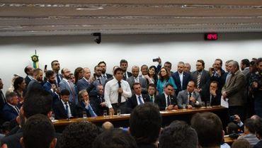 Bolsonaro líder da direita lança campanha com oração e cita Israel como exemplo para o Brasil