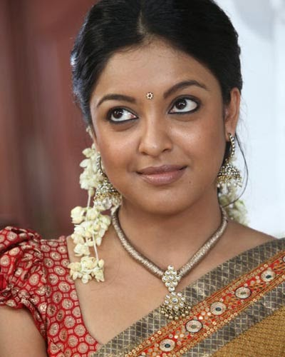 Desi Aunty Tanushree Dutta spicy navel show Saree Stills ...