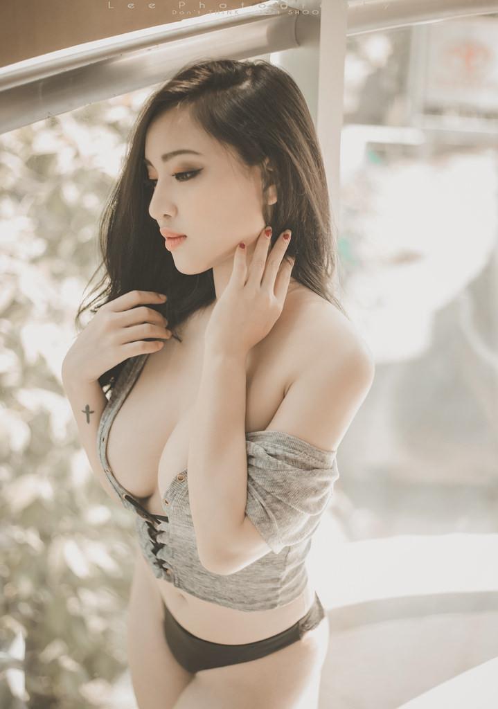 Cô Gái Việt Nam Có Vòng 1 Đồ Sộ