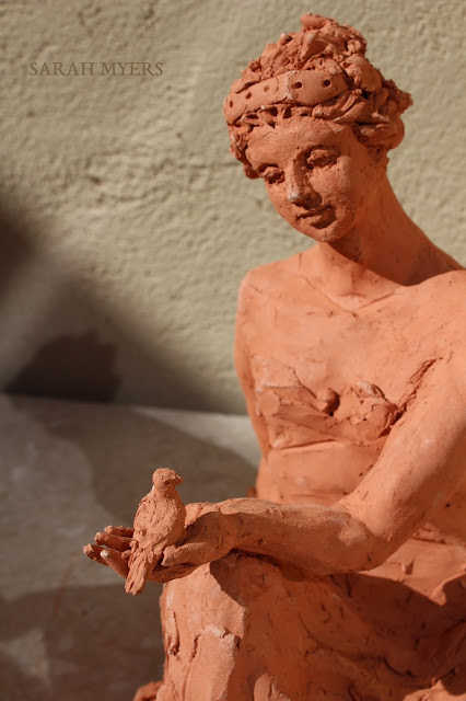 woman, sculpture, art, bird, escultura, arte, terracotta, sarah, myers, red, clay, earthenware, sitting, seated, small, tanagra, classical, contemporary, kunst, skulptur, quick, lady, finch, graceful, detail, close-up, hand, eyes, knee