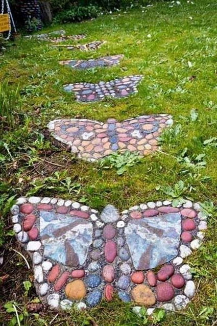 How To Make a Garden Stone Path With Gravel 4