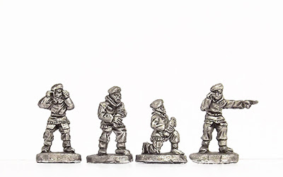 KBR27   Artillery crew in winter kit and beret