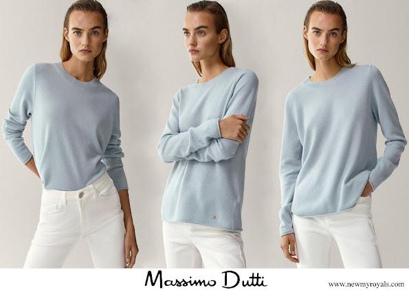 Kate Middleton in Massimo Dutti cashmere crew-neck sweater aquamarine