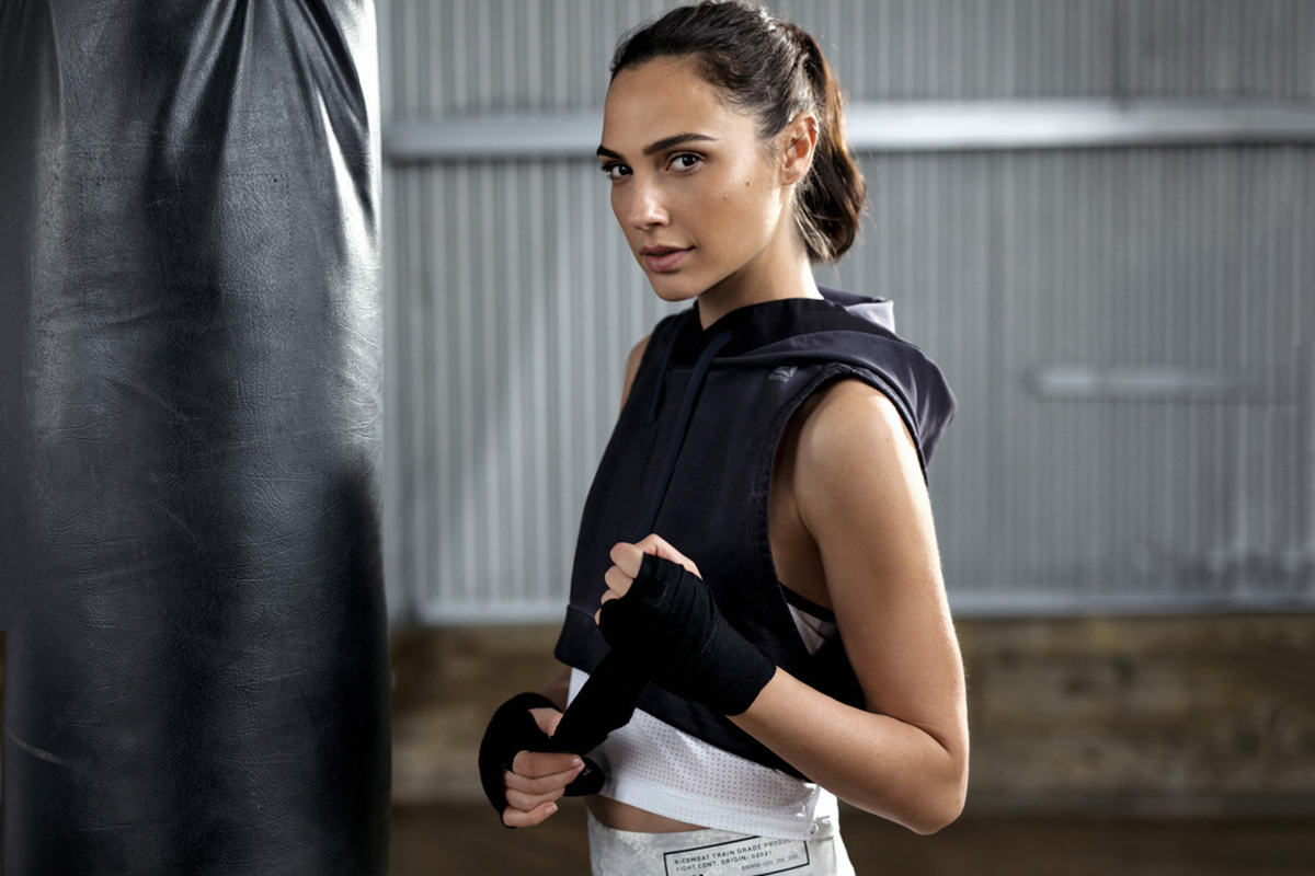 Foto Work Out dan GYM Gal Gadot petinju