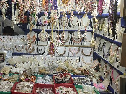 souvenirs of mandamani, conch shell jewelries