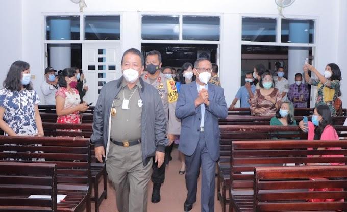 Kapolda Lampung bersama Gubenur dan Forkopimda Pantau Langsung Malam Natal 2020 di Gereja