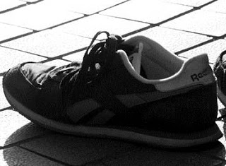 Contoh dan Jawaban Soal Melanjutkan Cerpen Sepatu Butut