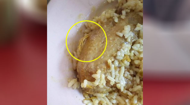 'Ini dia nasi dengan bulu ayam bersepah' - Ibu kesal kantin sekolah hidang makanan tak bersih, tapi pengusaha tampil pertahankan diri nak saman