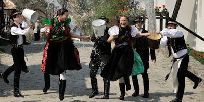 Lima Tradisi Ingin Cepat Hamil Paling Unik di Dunia