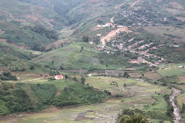 Toàn cảnh khu vực trung tâm xã Măng Ri, huyện Tu Mơ Rông