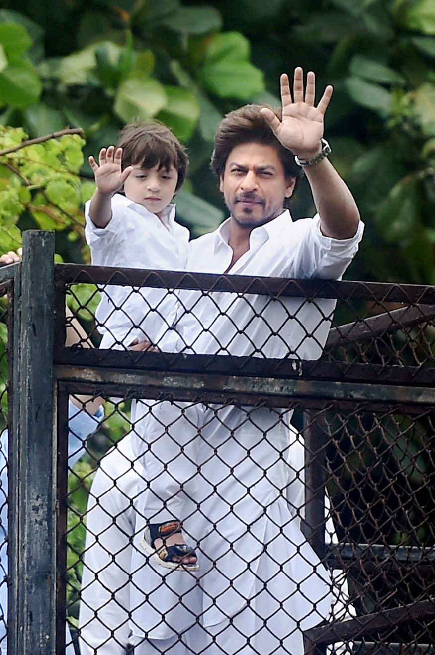 Shah Rukh Khan along with Son AbRam Greets his Fans on Eid