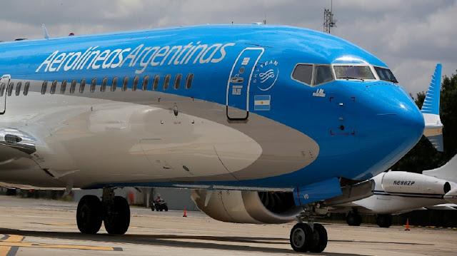 Un argentino que volvía de Madrid ocultó síntomas de coronavirus y se descompuso en pleno vuelo